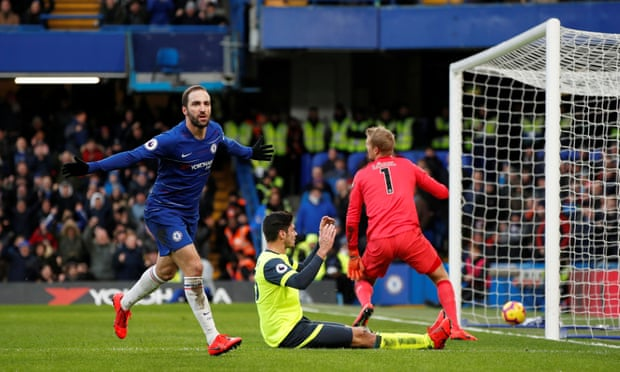 Chelsea comes back to winning ways after defeating Huddersfield 5 - 0